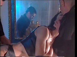 In a hot dream the Venere Bianca is banged by two gangsters